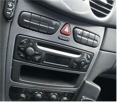 Mercedes-CLK-A209-Radio-Audio-10