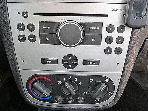 Opel-Corsa-CD30-Blaupunkt-Radio Opel Corsa Adapter für Lenkradfernbedienung mit CAN BUS Opel Corsa Adapter für Lenkradfernbedienung mit CAN BUS Opel Corsa CD30 Blaupunkt Radio